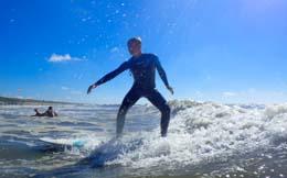 Gevorderde golfsurf lessen voor de echte surfers die al een beetje kunnen golfsurfen in Zandvoort