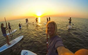 Sup of te wel Stand Up Paddle Board is tof op de zomer avonden of overdag met een leuke tocht te maken. sup met je vrienden groep op de zee van Zandvoort. SUP